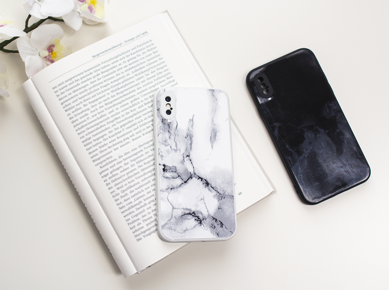 Rear side of a cell phone cover redesigned with d-c-fix® marble-look adhesive foil.