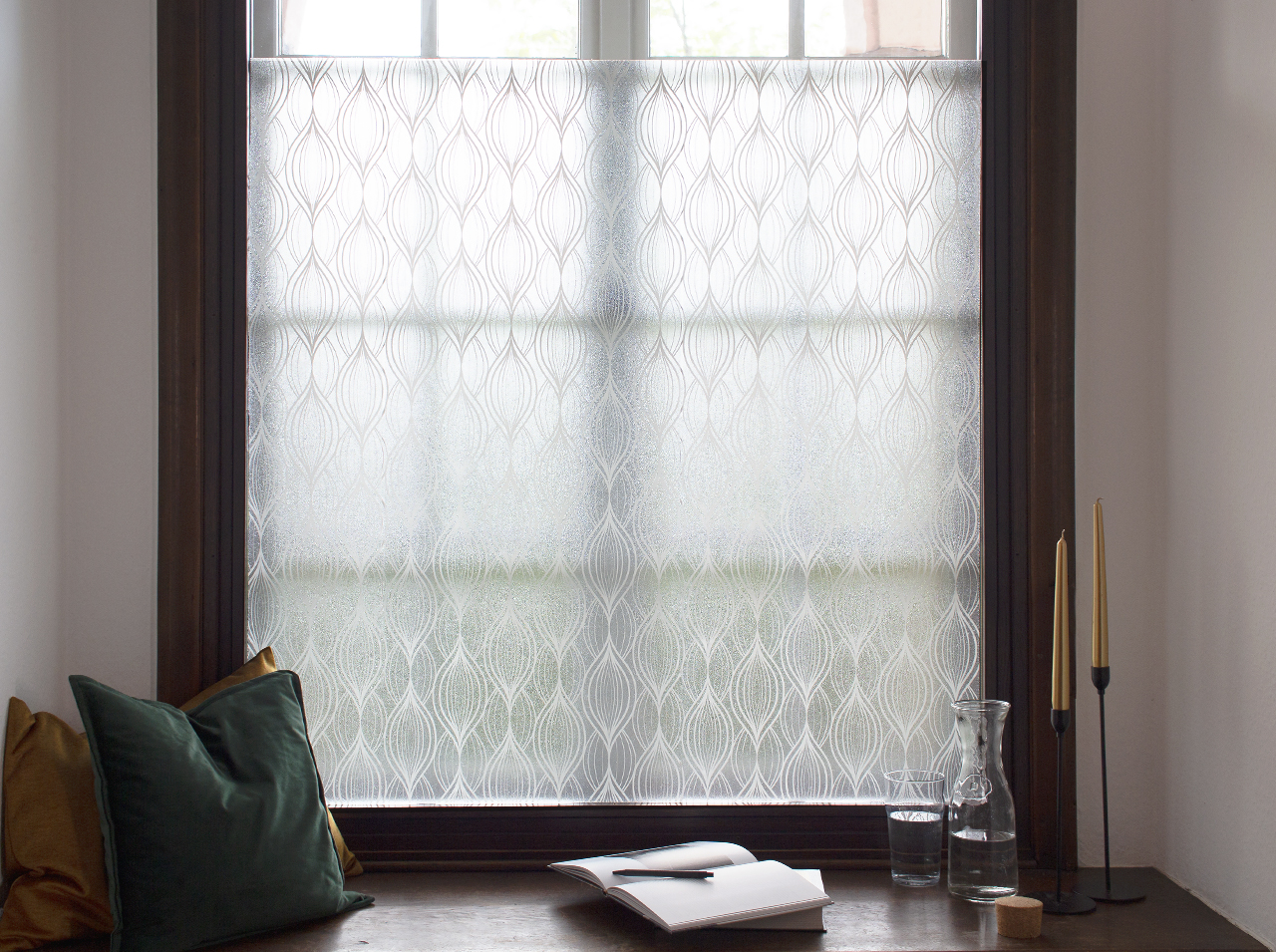 Glass surfaces in the conservatory are covered with the opaque d-c-fix® Charis window film.