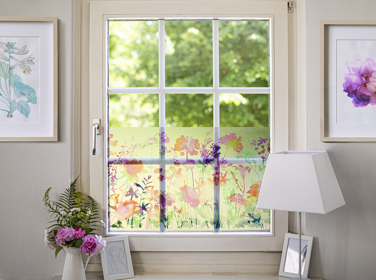 Window surface covered with d-c-fix® protective film Static Premium Miraflores for greater privacy.